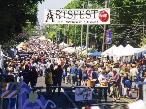 Artsfest on Walnut Street est l'un des plus grands festivals en plein air du sud-ouest du Missouri