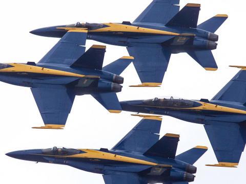 Les avions Blue Angels en formation lors du spectacle aérien de Duluth