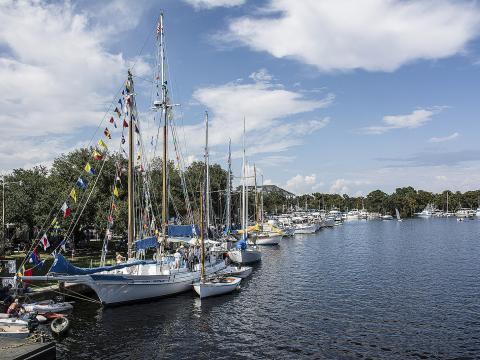 Magnifiques bateaux en bois à découvrir pendant le Madisonville Wooden Boat Festival