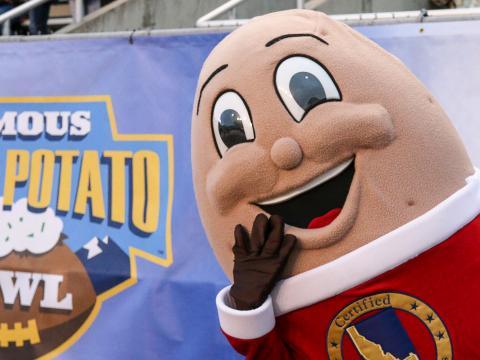 Mascotte du Famous Idaho Potato Bowl, match de football américain universitaire à Boise