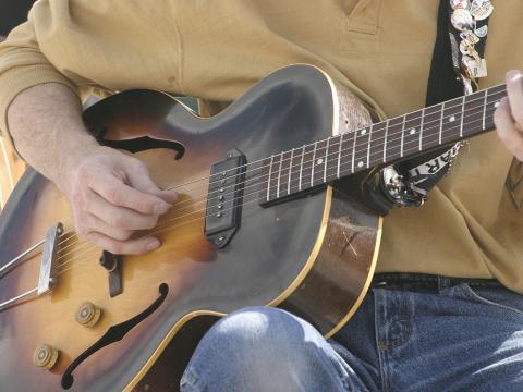 Guitariste au festival des arts de Cheyenne