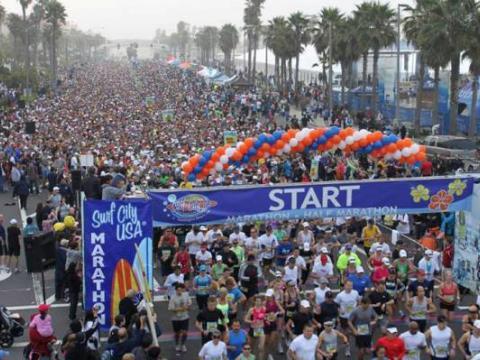 Foule record pour le marathon Surf City USA