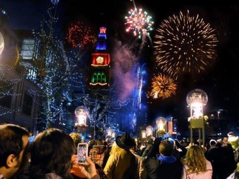 Ambiance festive et feu d'artifice lors de l'événement Mile High Holidays