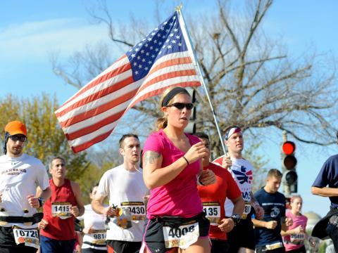 Coureurs participant au marathon annuel du Marine Corps