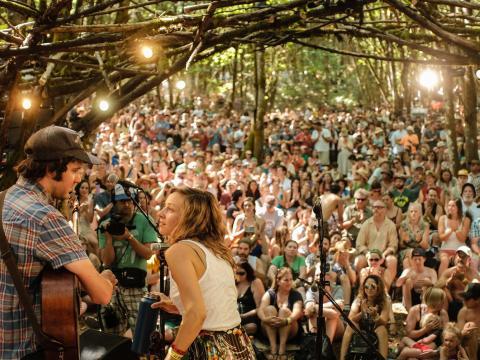 Groupe se produisant au Pickathon Festival à Happy Valley, Oregon