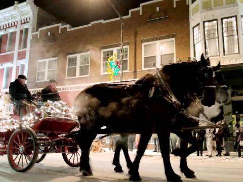 La calèche du défilé de Noël dans les rues de Cheyenne