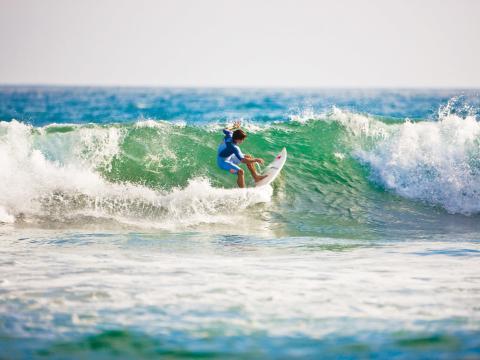 Surf sur les célèbres vagues de la côte californienne
