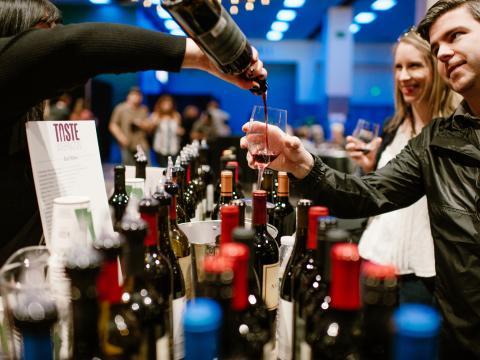 Dégustation de vins lors du festival Taste Washington