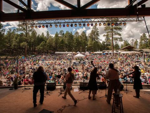 Concert au Pickin' in the Pines Bluegrass Festival