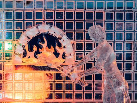 Impressionnante sculpture de glace exposée au Zehnder's Snowfest