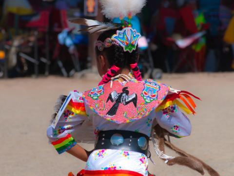 Danseuse lors de la cérémonie de la danse de l'ours de la réserve Ute Mountain