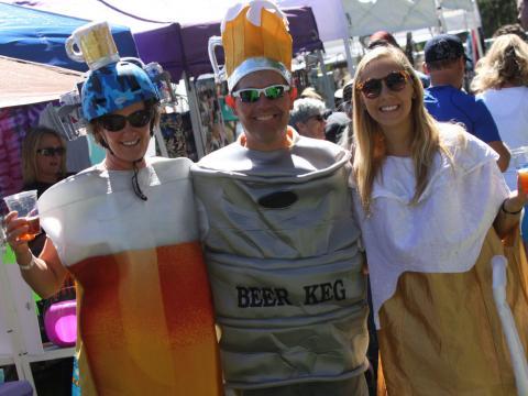 Festivaliers parfaitement dans le thème pour l'Oktoberfest de Flagstaff