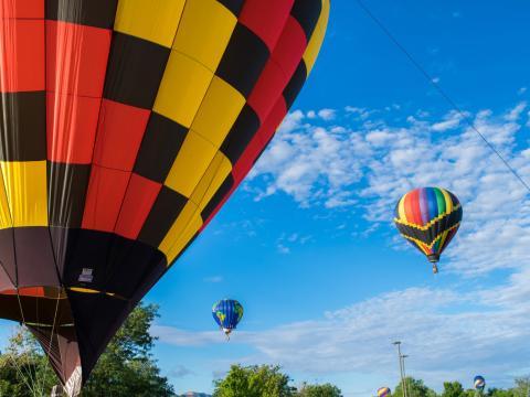 Les montgolfières colorées du Cortez Hot Air Balloon Rally