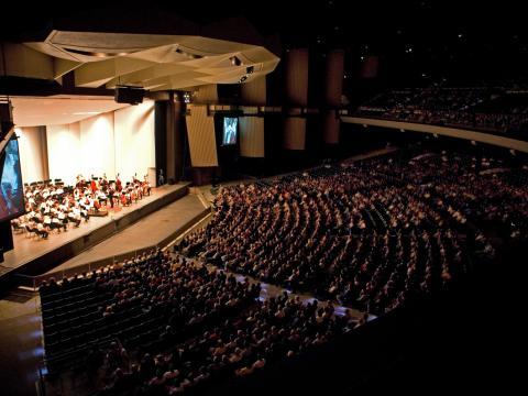 L'Orchestre de Philadelphie joue devant un public captivé