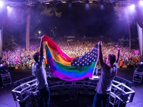 Moment festif lors de la marche des fiertés LGBTQ de San Diego
